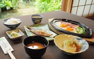 写真:ご朝食の一例