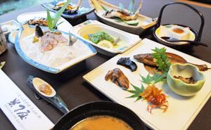 天然の鮎や季節の山菜など…豊かで多彩な旬味を堪能する